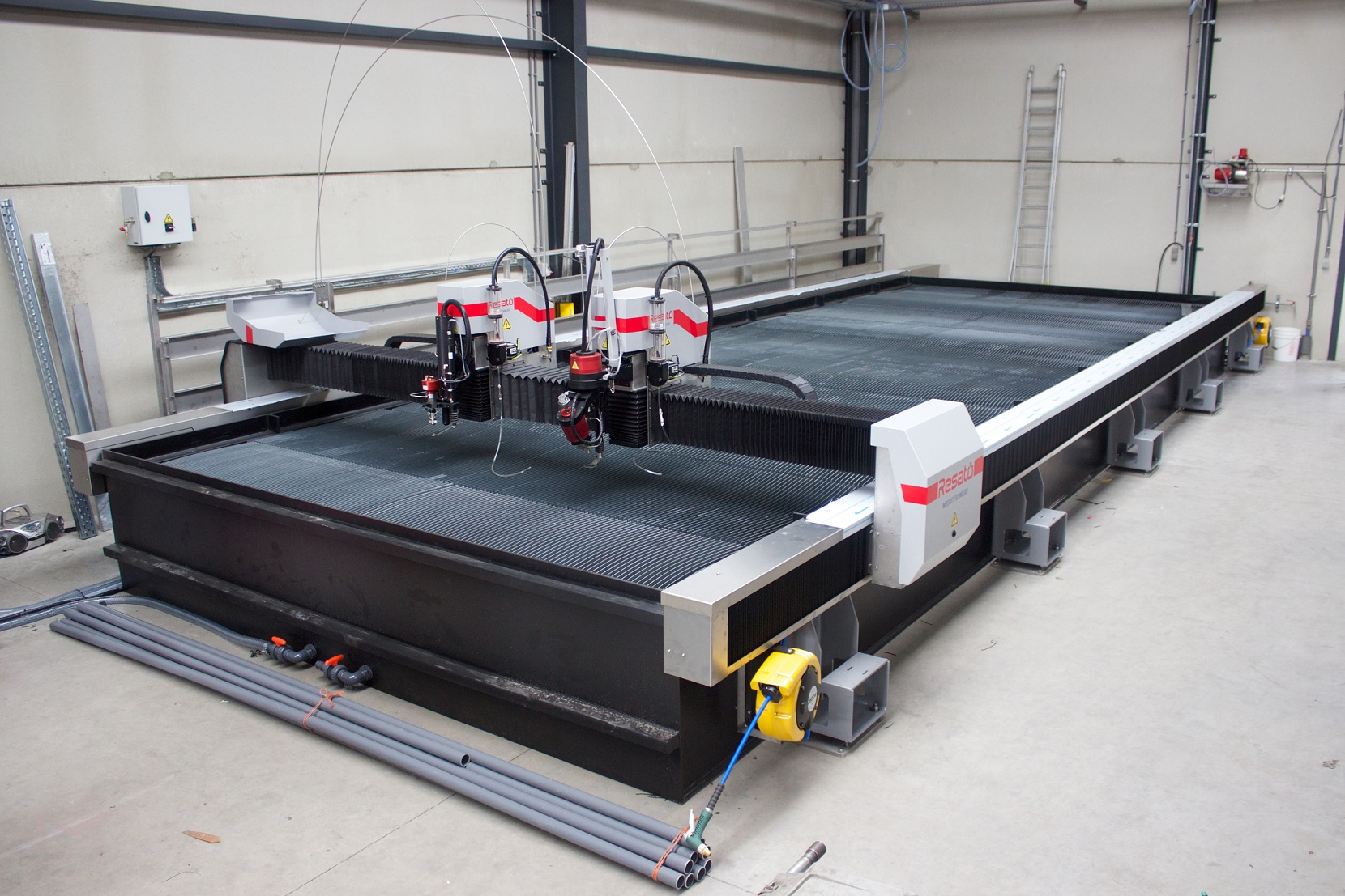 Reducing workforce on a water jet cutting machine