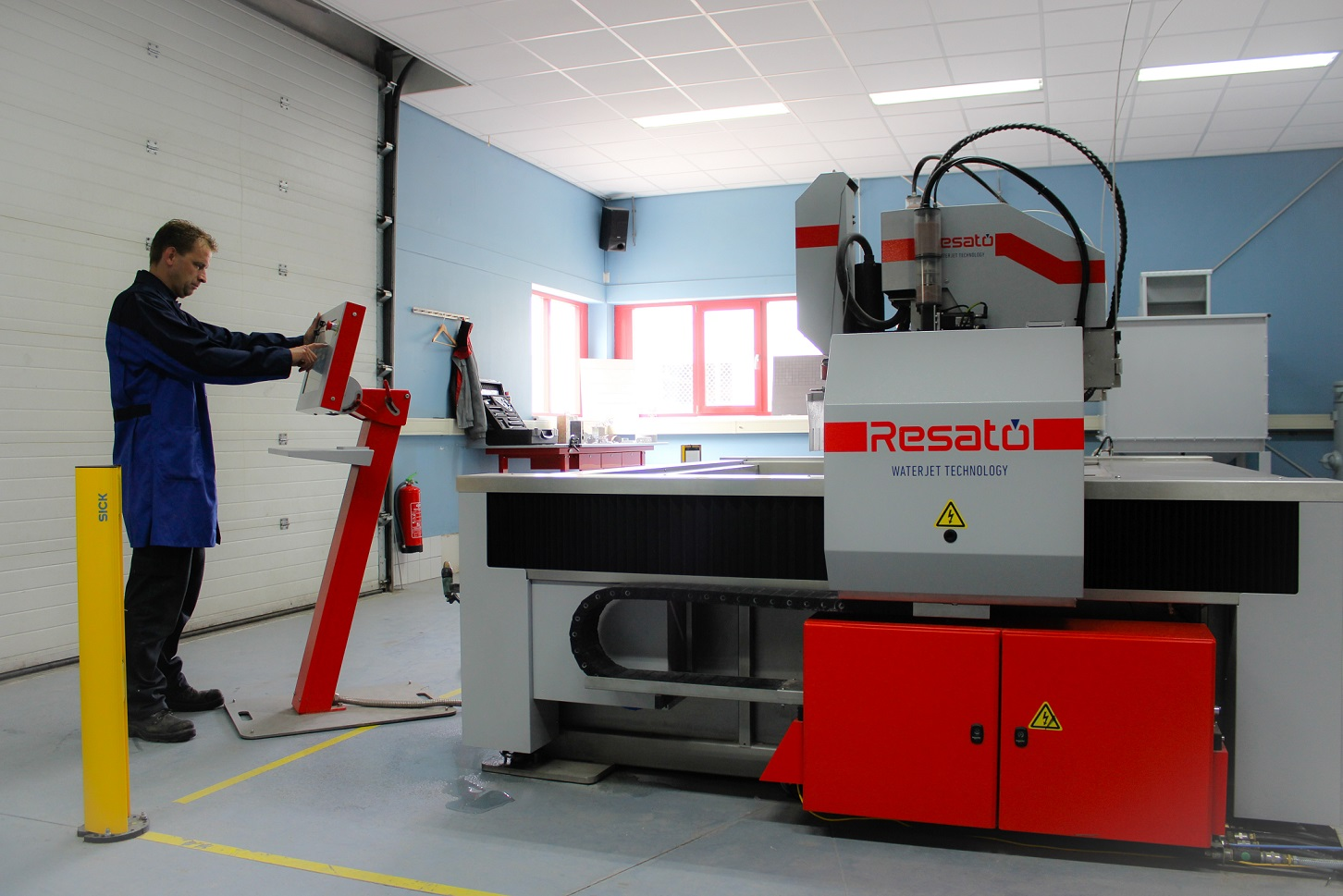 Water jet cutting to improve the component production process